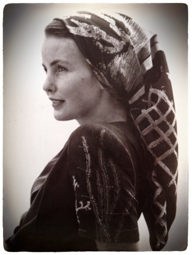 1947 foulard noué à la paysanne Style book